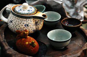 zu einem Tee aufgebrühte Moringa Blüten und Blätter stärken das Immunsystem